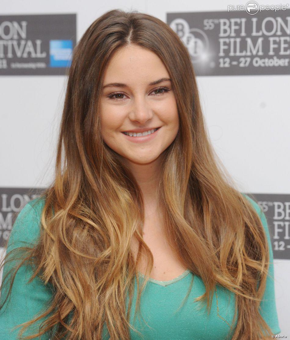 Shailene Woodley à Londres le 20 octobre 2011. coiffure