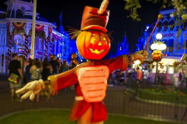 "Autumn 2013 Brings Fall ""Color"" to Walt Disney World Resort 