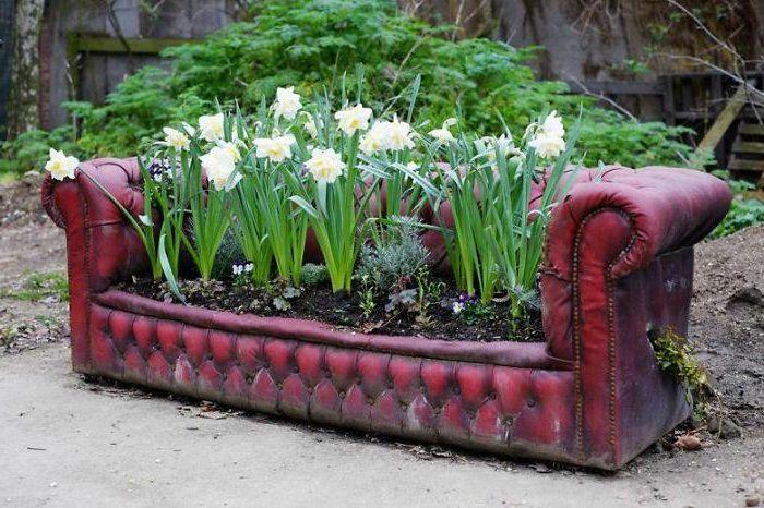 Gartenideen Zum Selber Machen Alte Couch Narzissen