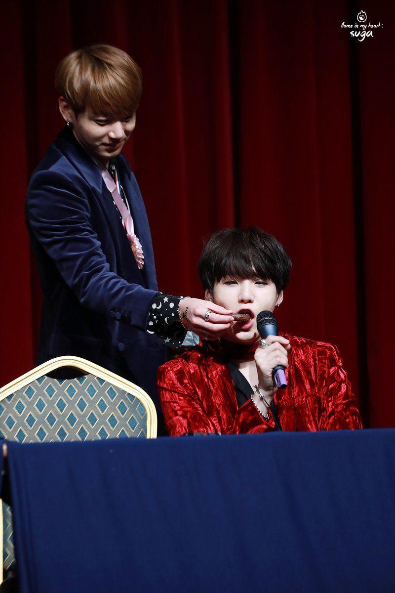 Jungkook feeding Suga! Yoonkook! ❤ BTS at the Hongdae Fansign #BTS #방탄소년단