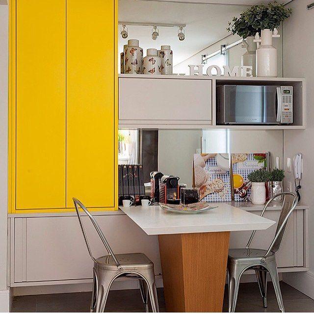 Copa Cozinha Destaque Para A Mesa Acoplada Ao Armario Espelho