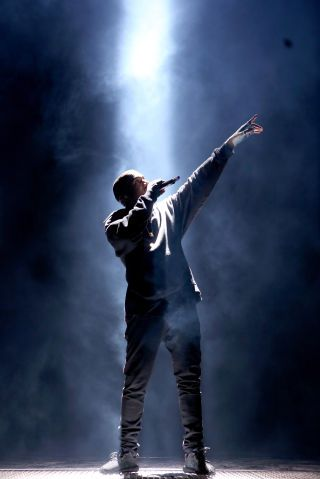 11 Tours You Can T Miss This Summer Kanye West Wallpaper Kanye West Style Kanye West Music Video