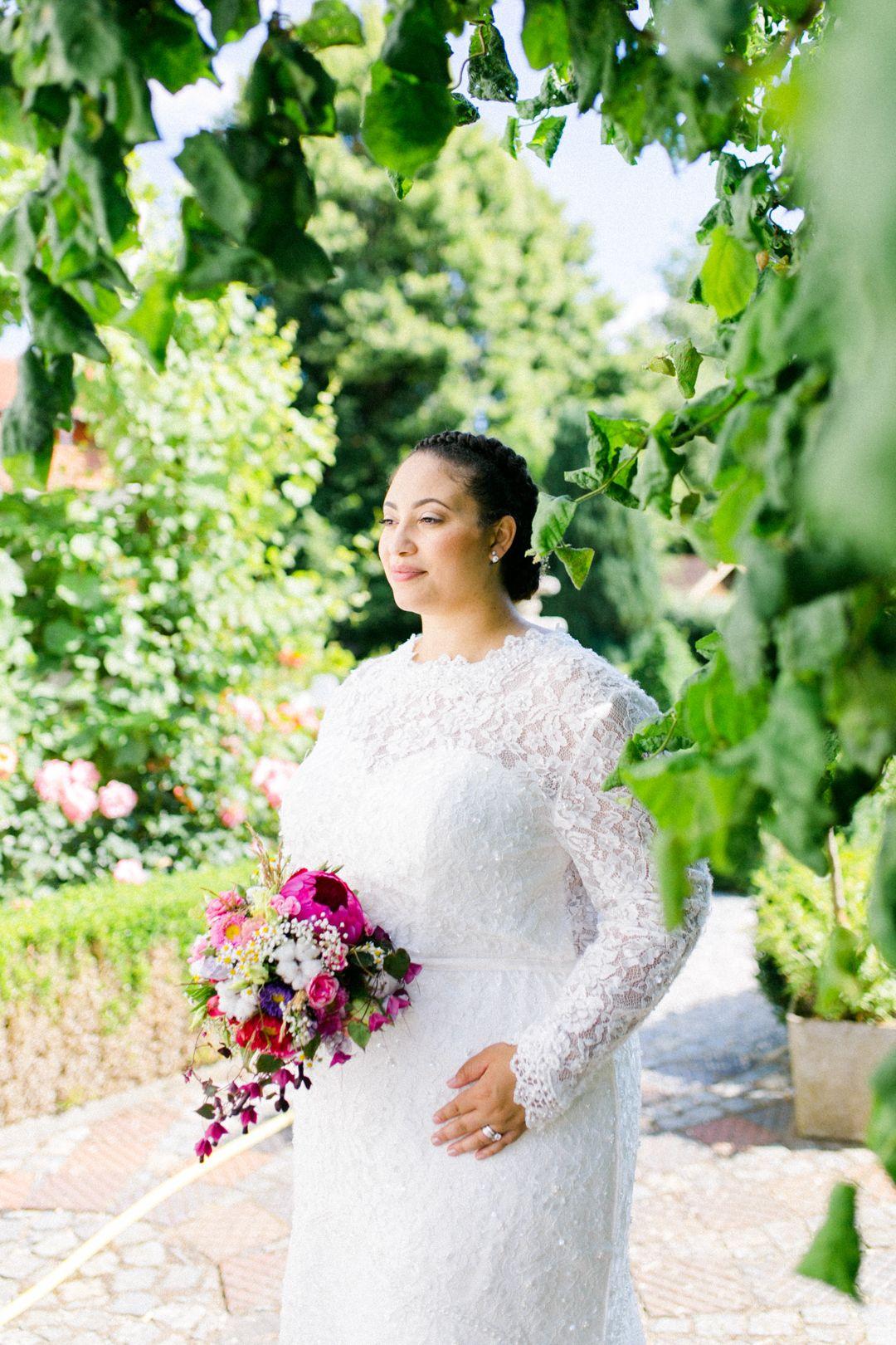 Plus Size Braut Daniela // Rustic Wedding Inspiration. Bild: Nicole ...