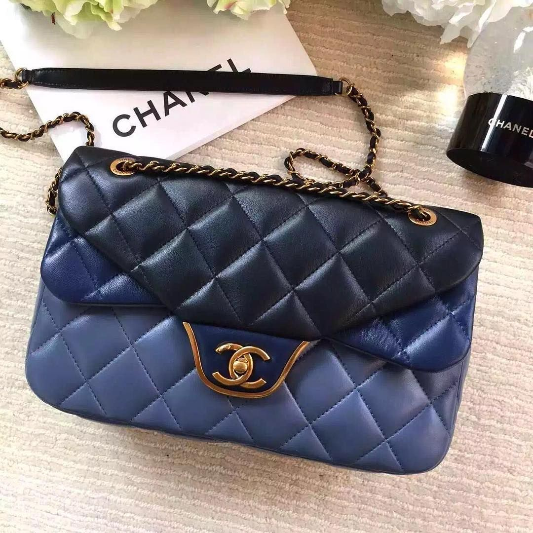 """#chanel#chanelbag#chanelflap#chanelboy#classicchanel#dubai#abudhabi#uae#qatar#doha#newyork#oman#jeddah#usa#bahrain#beirut#kuwait#riyadh#ksa#fashion#uk#london#musqat…"""