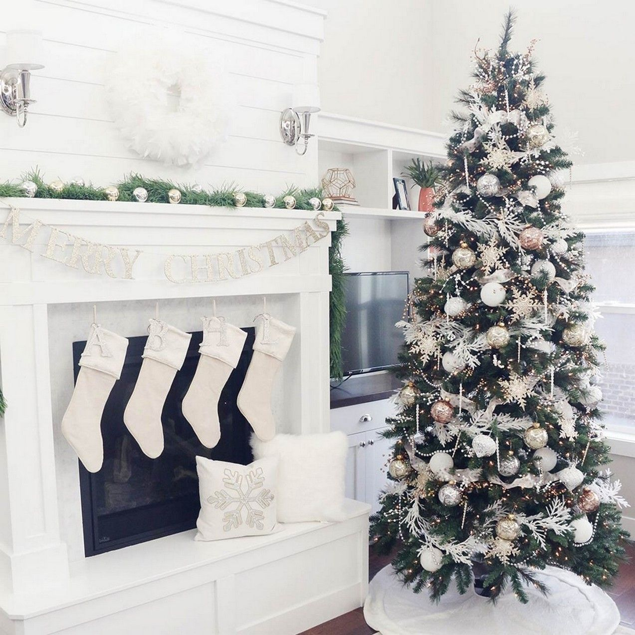 Favorite 70+ Catchy Silver and Gold Christmas trees Decor You Need to See #smallchristmastreeideas