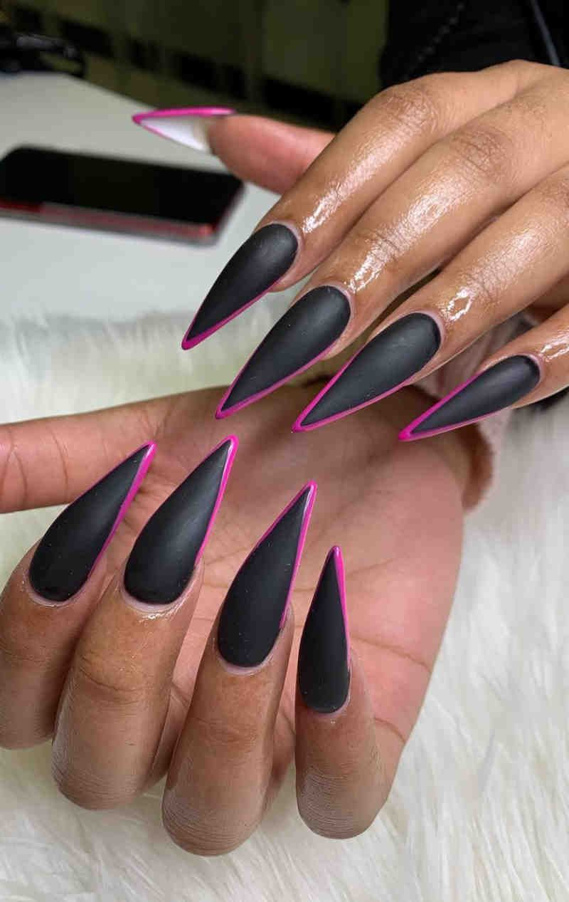 60 Elegant Black Stiletto Nail Designs For Winter Holidays In 2020 With Images Acrylic Nails Stiletto Black Stiletto Nails Stiletto Nails Designs