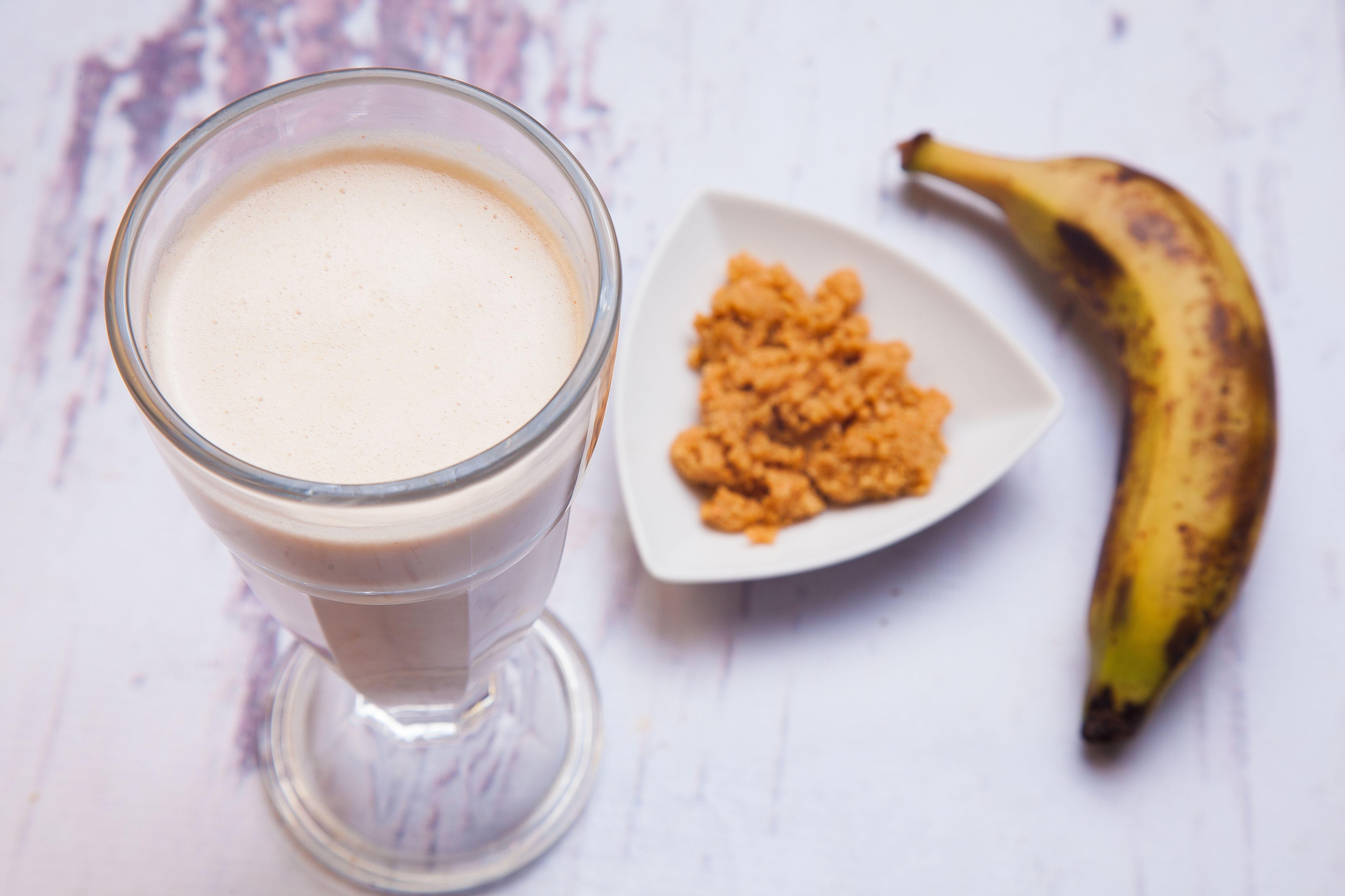 سموثي الموز بزبدة الفول السوداني بقيمة غذائية عالية وطعم اكتر من رائع مع الدكتورة رحاب عبد المجيد أخصائية التغذية Cooking Recipes Food Cooking