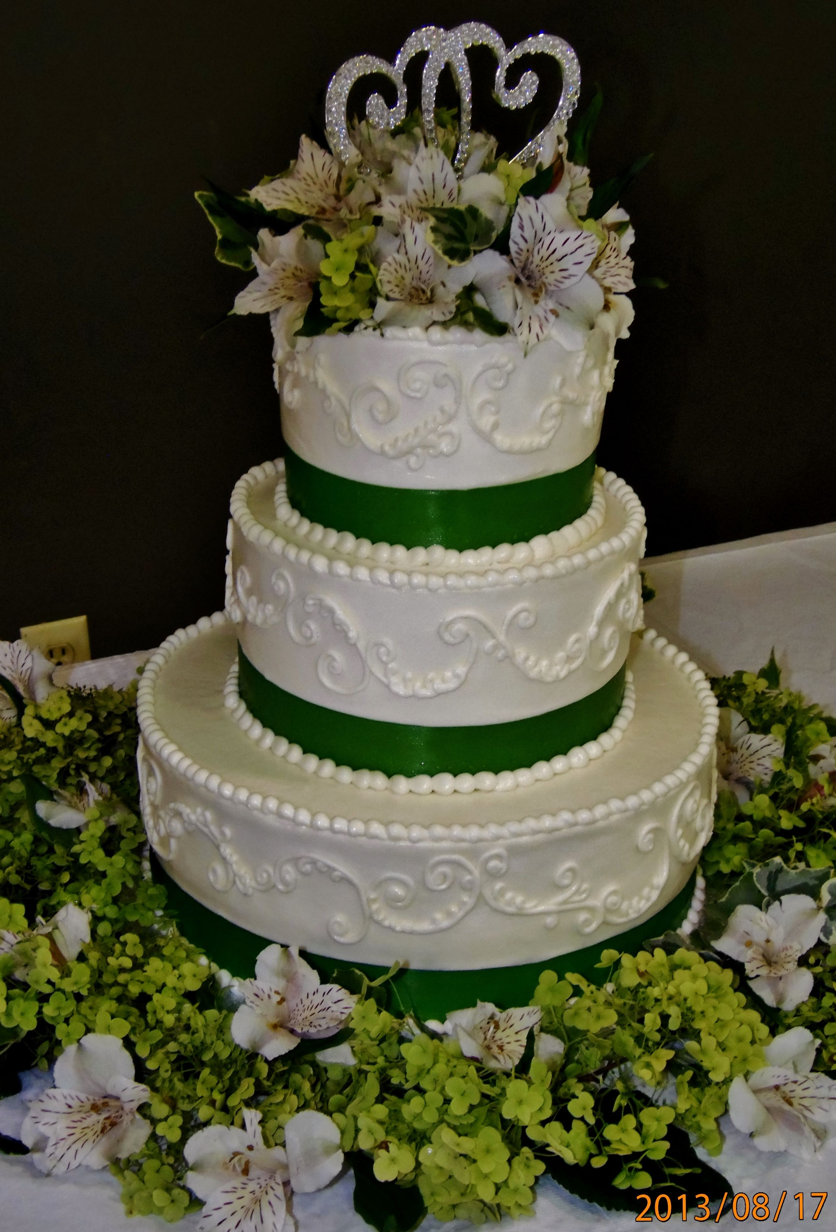 Green wedding cake w/ buttercream design and emerald green