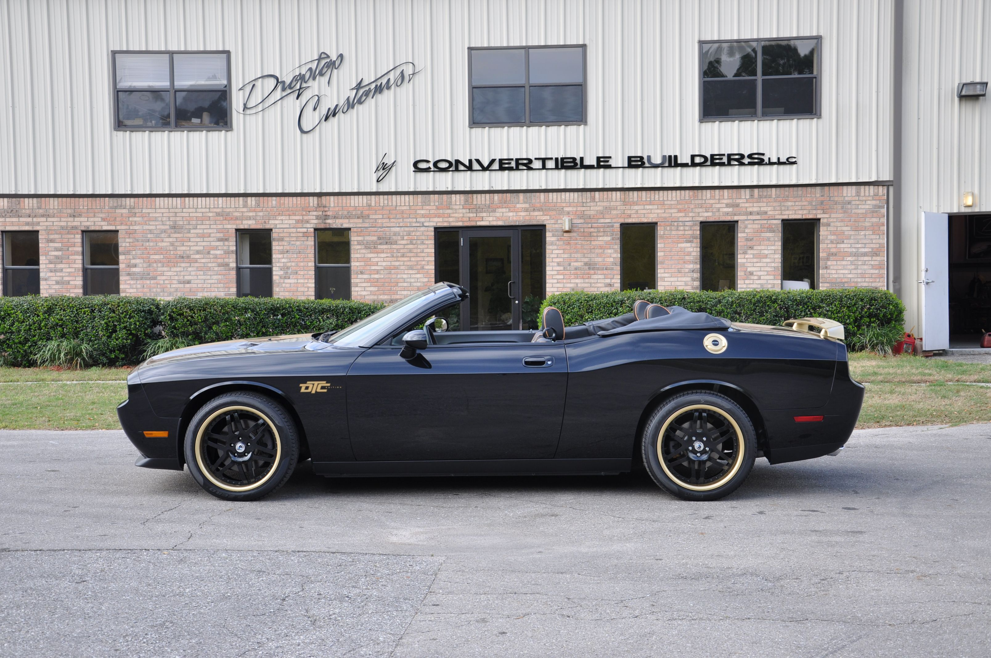 Dodge Challenger Convertible >> Black And Gold Dodge Challenger Convertible Dodge