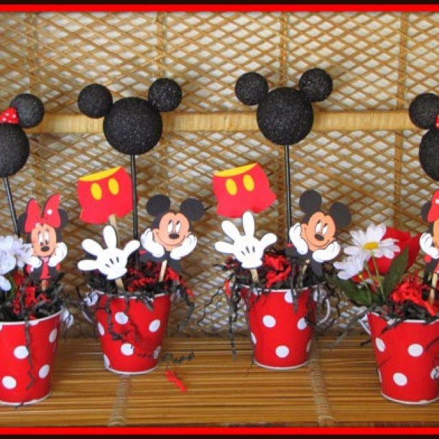Mickey diy centerpiece angelo bday pinterest d corations mickey d corations mickey mouse - Maison de mickey halloween ...