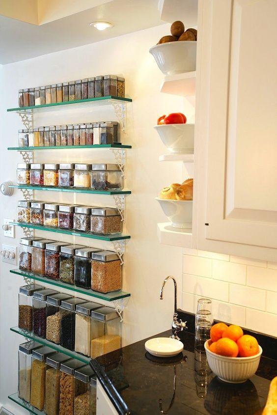 Prateleiras na decora o de cozinhas decora o pinterest prateleiras de vidro temperos e - Armarios para sala de estar ...