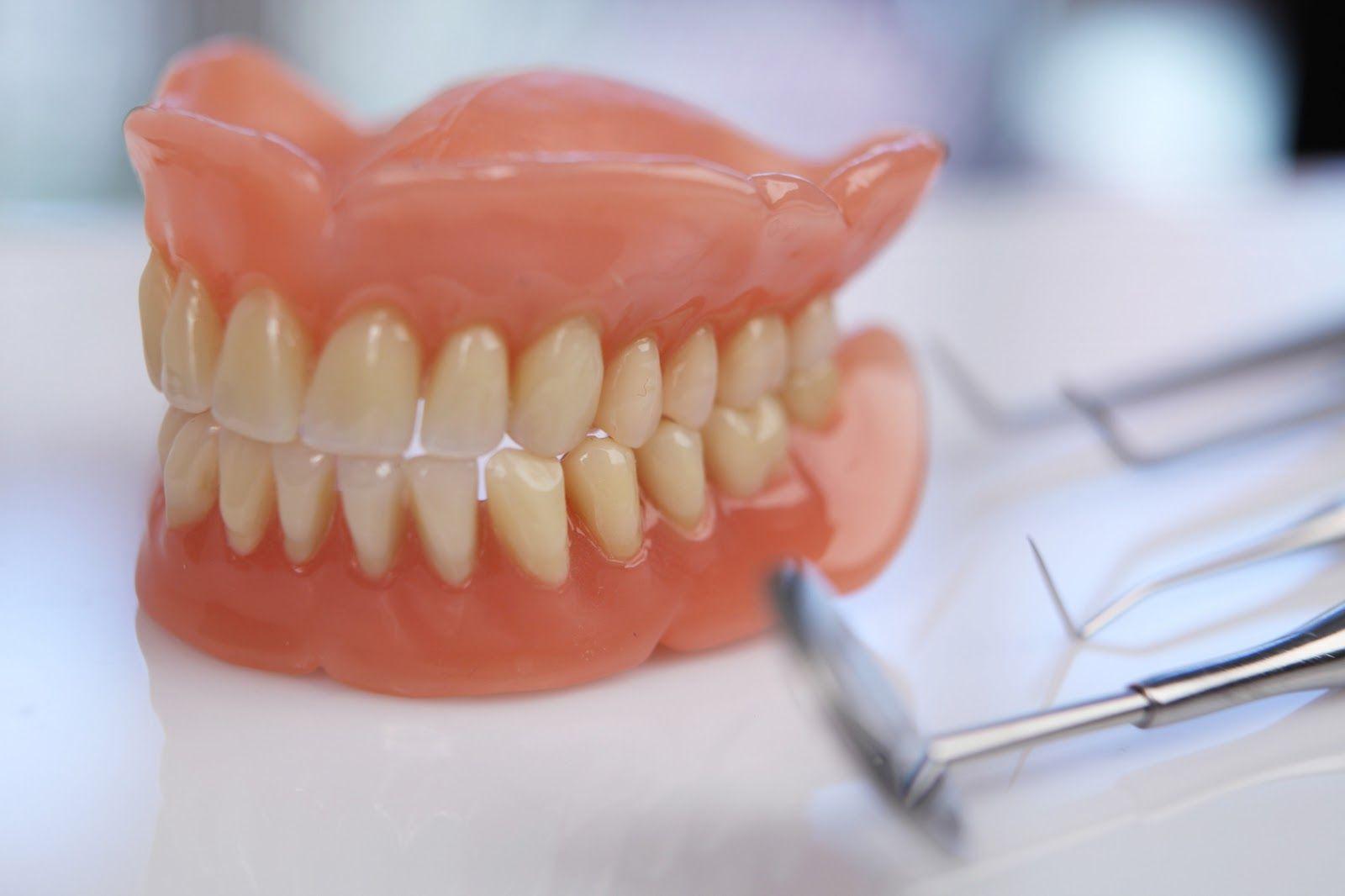 مهما كان عمرك لم يفت الأوان للحصول على الابتسامة الأفضل فاعوجاج الأسنان و الفراغات بين الأسنان و بروز الأسنان للخارج Affordable Dentures Dentures Denture