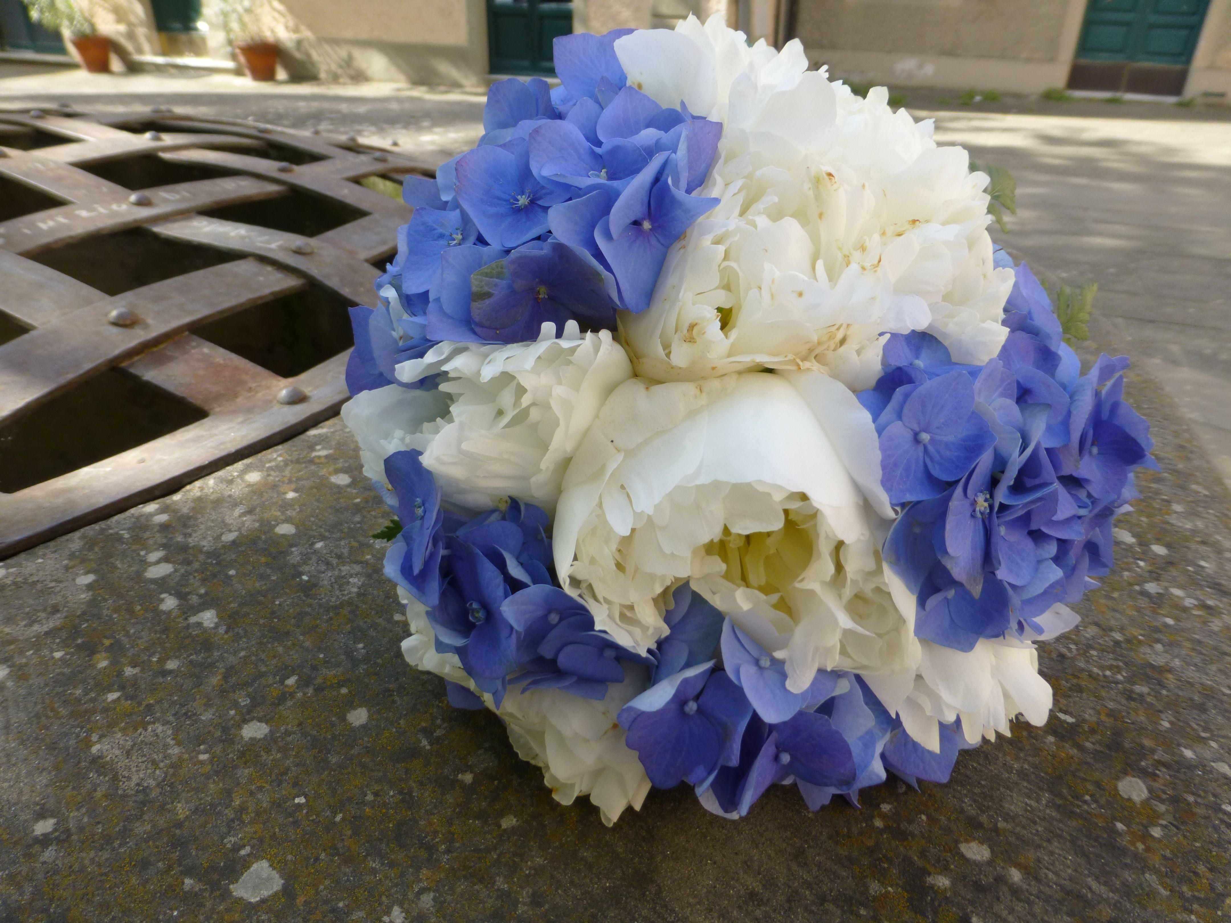 Bouquet Sposa Peonie E Ortensie.Peonia E Ortensia Blu Bouquet Ortensie Matrimonio