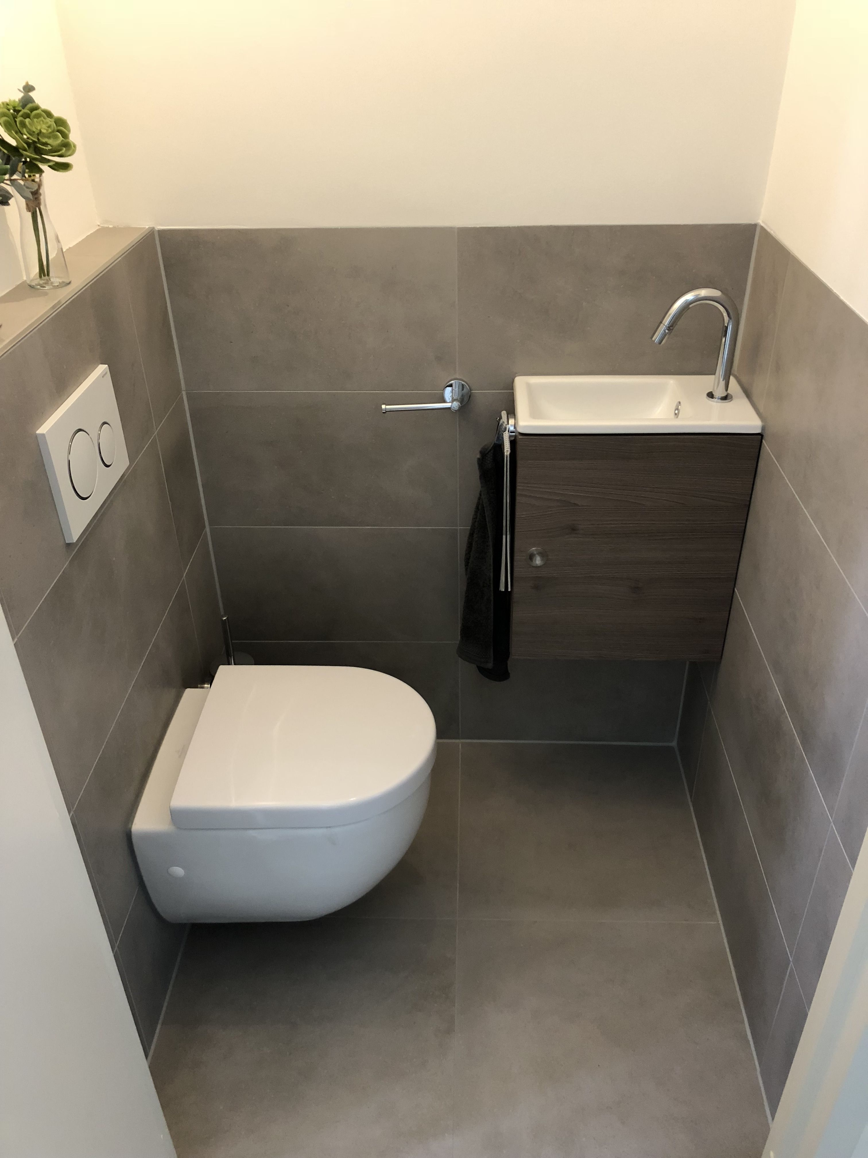 Photo of Betonlook en cementlook tegels toilet