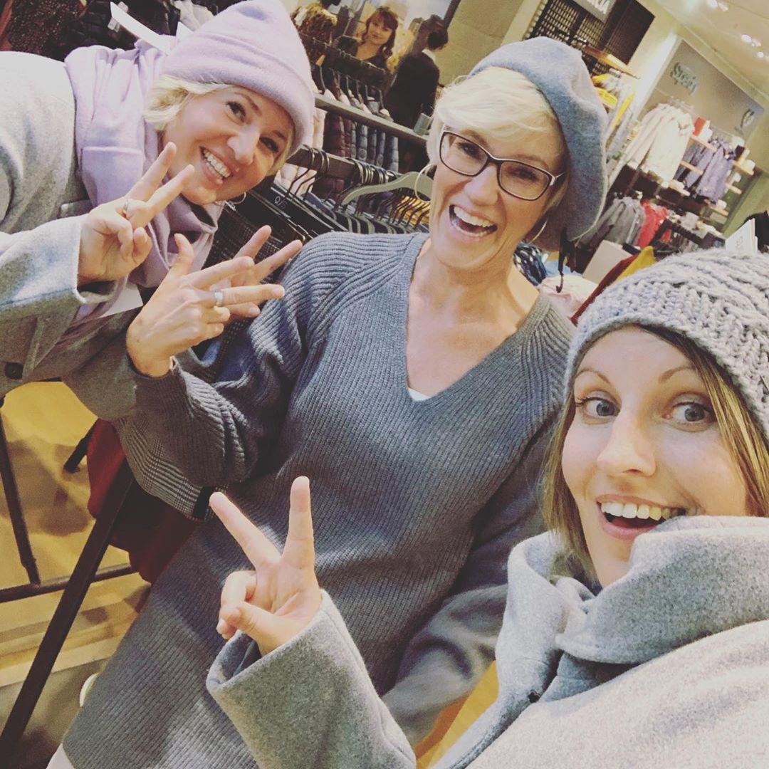 Ladies-Shopping-Night 😍🧣👜👠👗🧥🥂🍹💶...es war ein toller Abend Mädels... @petra80koehler und @kirstin9975