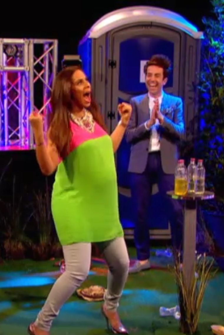 Rochelle's victory dance after she hit Marvin in the face with a bottle of piss xD L M F A O ! Someone needs to make a gif of this