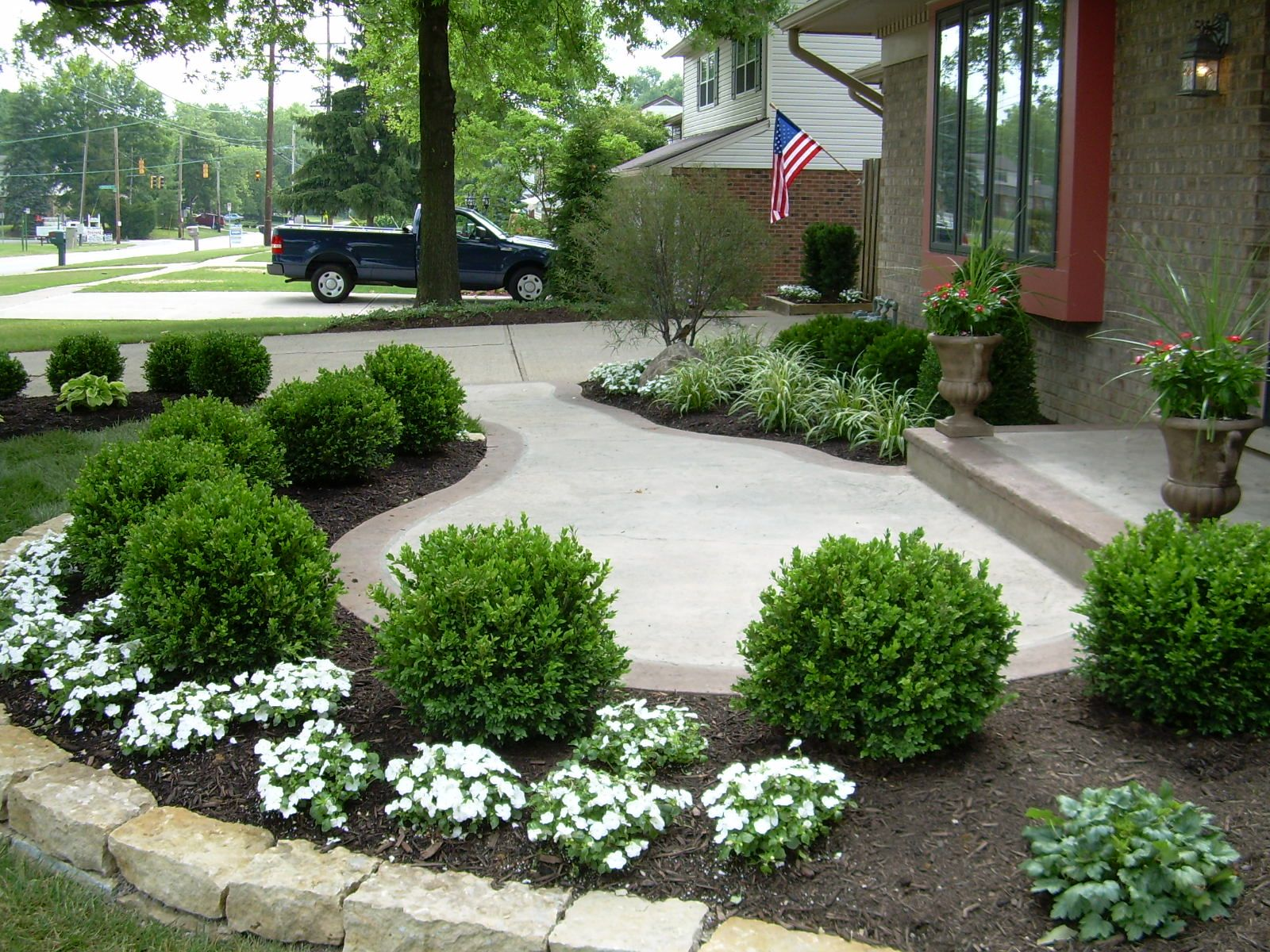 Simple and Stylish Entry Front yard landscaping design