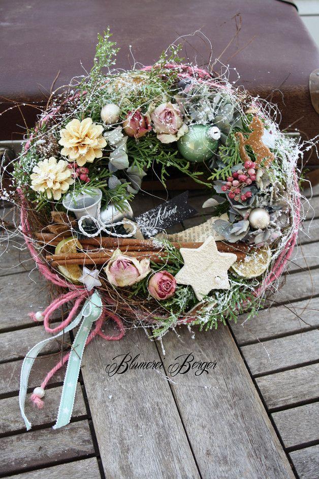 Weihnachtsdeko - :::: Kleiner Tischkranz  Weihnacht  :::: - ein Designerstück von BlumereiBerger bei DaWanda #grabgestaltungallerheiligen