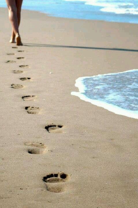 Foot Prints In The Sand Com Imagens Fotografia De Poses Na