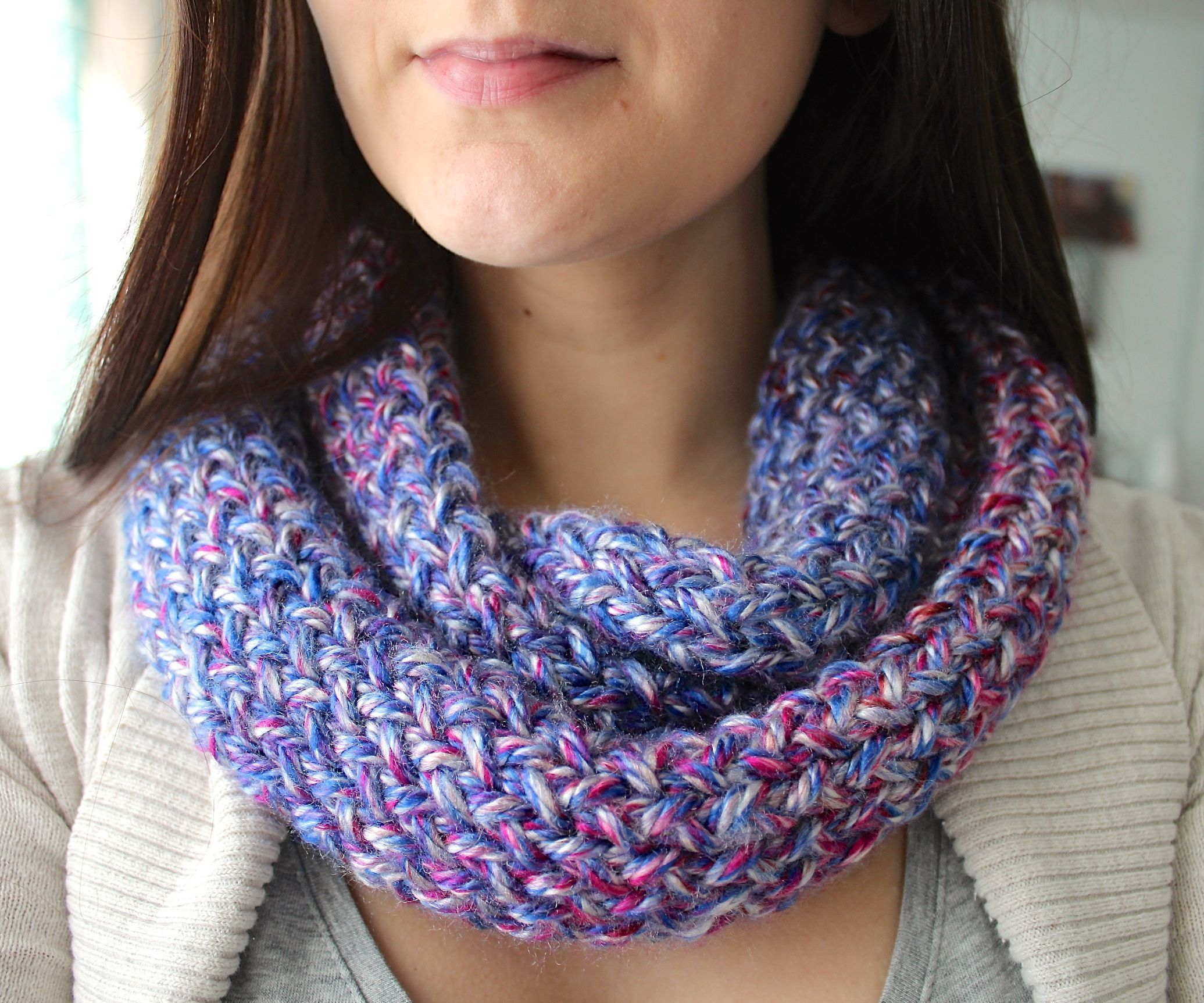 How to Knit an Infinity Scarf on a Loom | Easy knitting projects ...