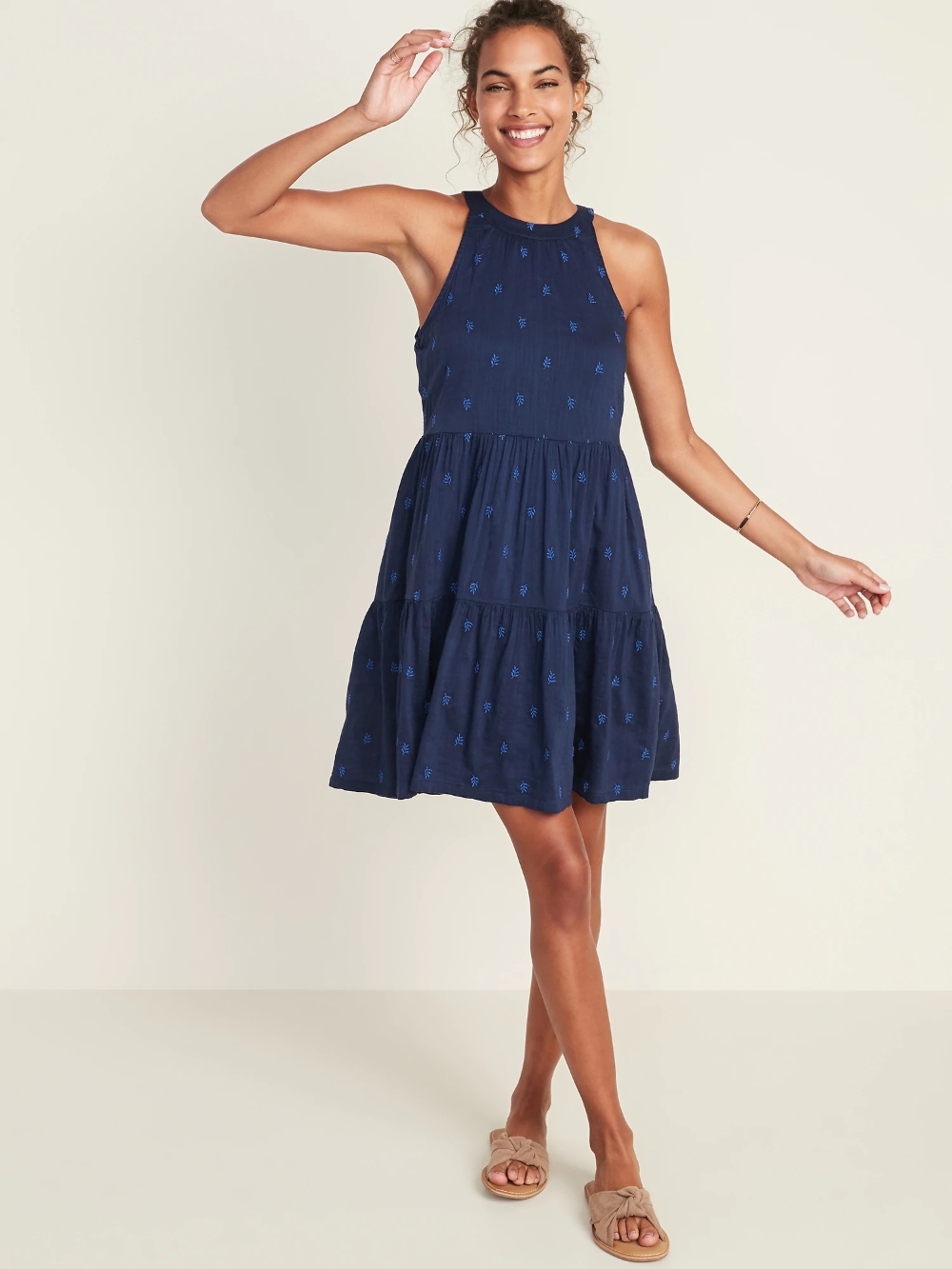 Sleeveless Tiered Swing Dress For Women Old Navy Navy Dress Outfits Swing Dress Tiered Dress Pattern [ 1333 x 1000 Pixel ]