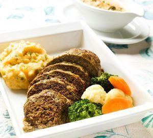 Jauhelihamureke saa makunsa sipulikeittoaineksista. Knorr Ranskalainen -keittoaineksilla saat helposti makua murekemassaan. Jauhelihamureke valmistuu kuin itsestään jo alle tunnissa! Resepti sisältää neljä annosta.