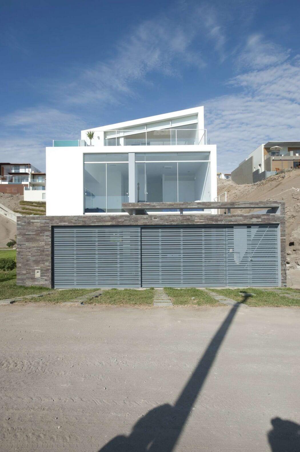 House Playa Las Palmeras by RRMR Arquitectos | HomeAdore