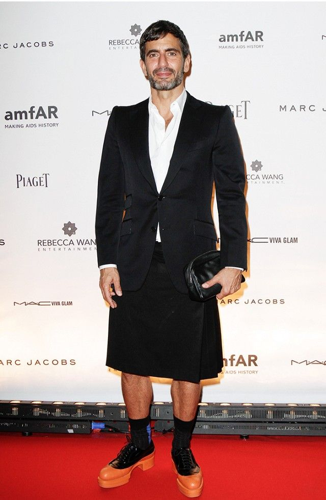 fce241c736 All the Times Marc Jacobs Wore a Skirt Better Than I Do | skirt for ...