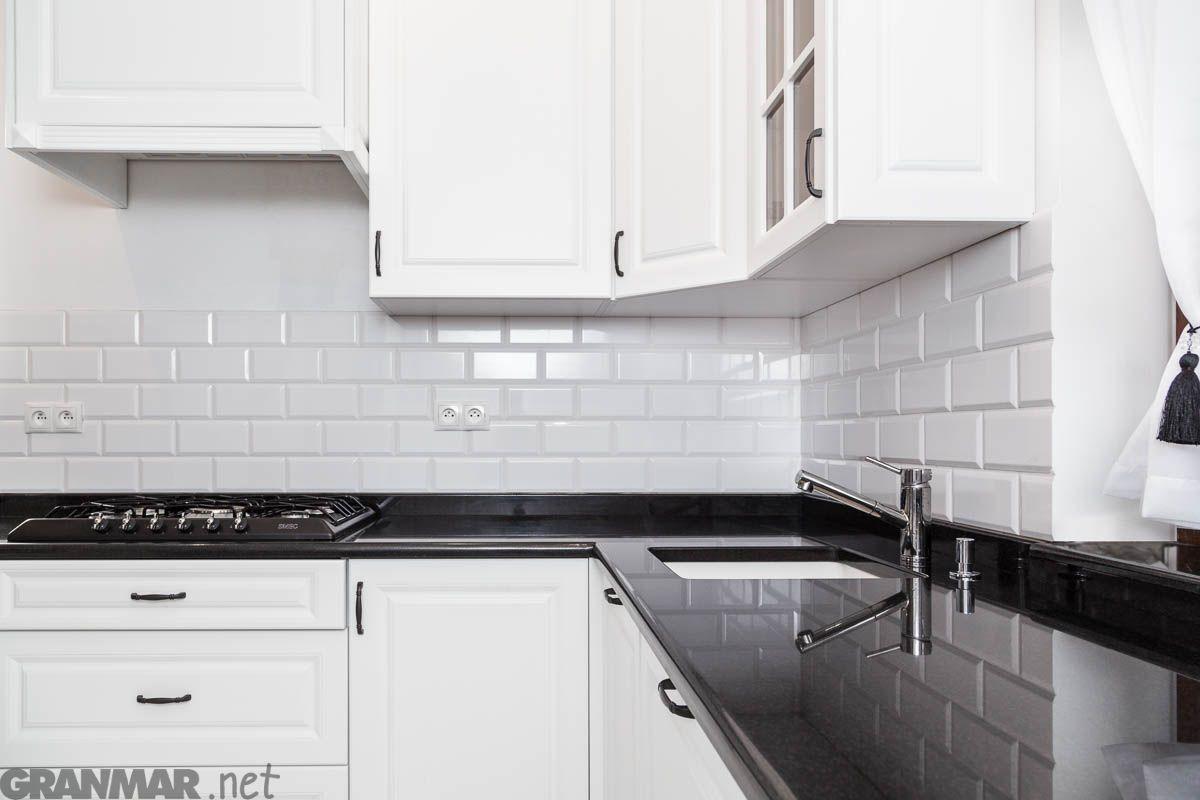Czarno Biala Kuchnia Z Blatem Granitowym Nero Assoluto Home Decor Kitchen Cabinets Kitchen