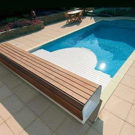 Pin su piscina
