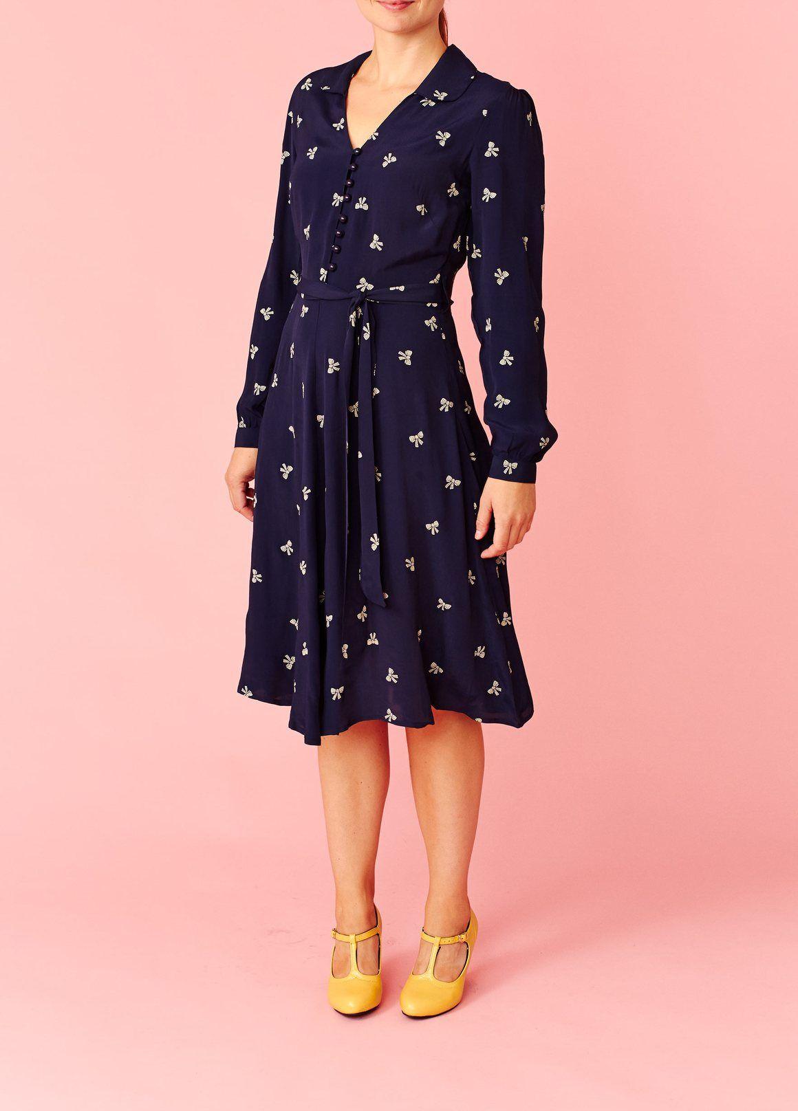 49dae531c854 Seamstress of Bloomsbury  Mørkeblå kjole med lange ærmer in 2018 ...