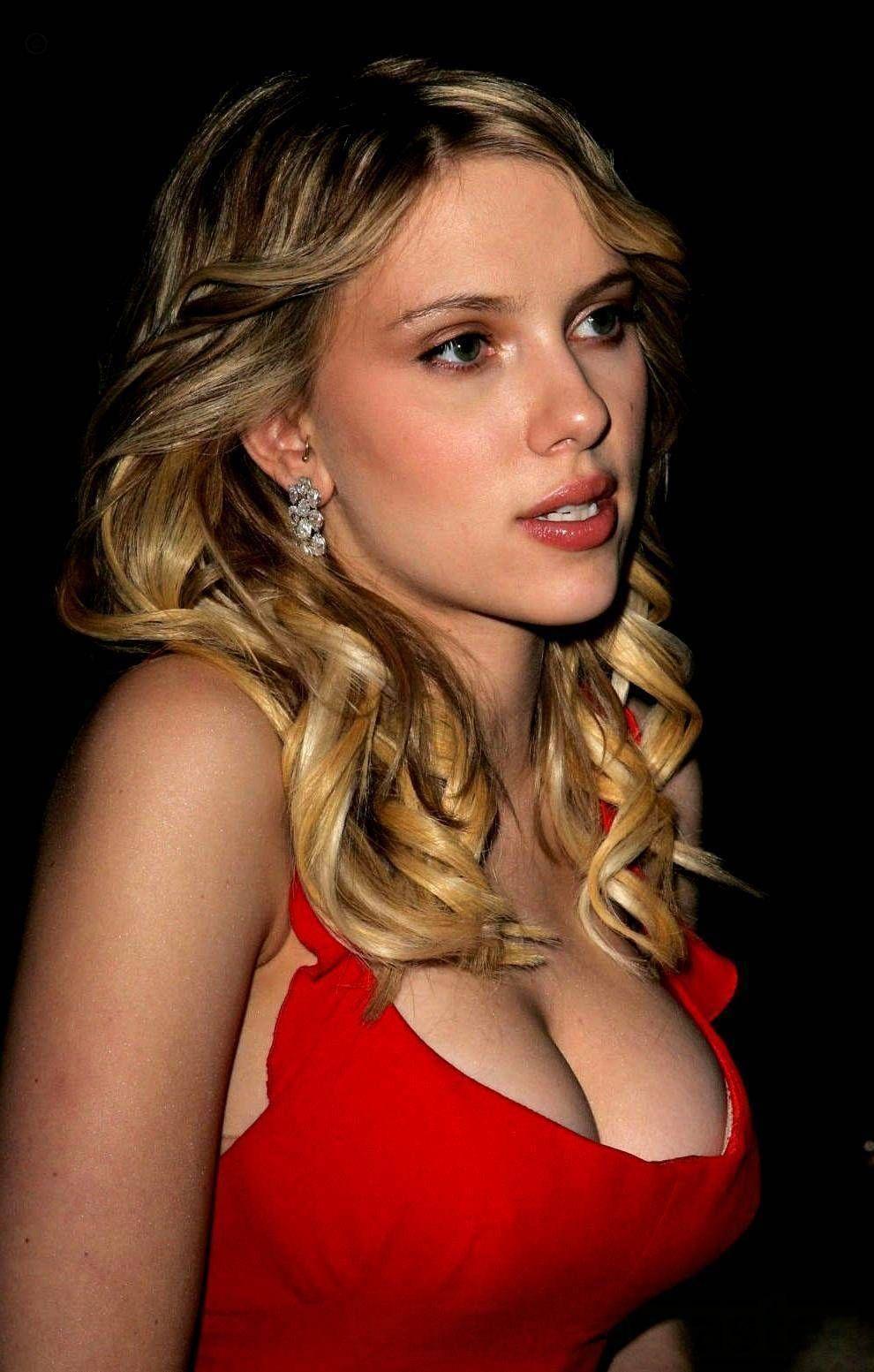 Scarlett Johansson Boob Pics