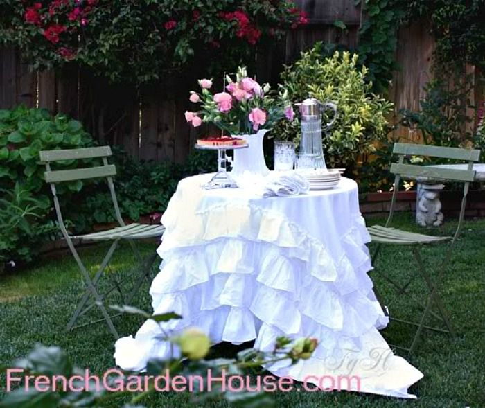 Pompom At Home White Cotton Ruffled Tablecloth