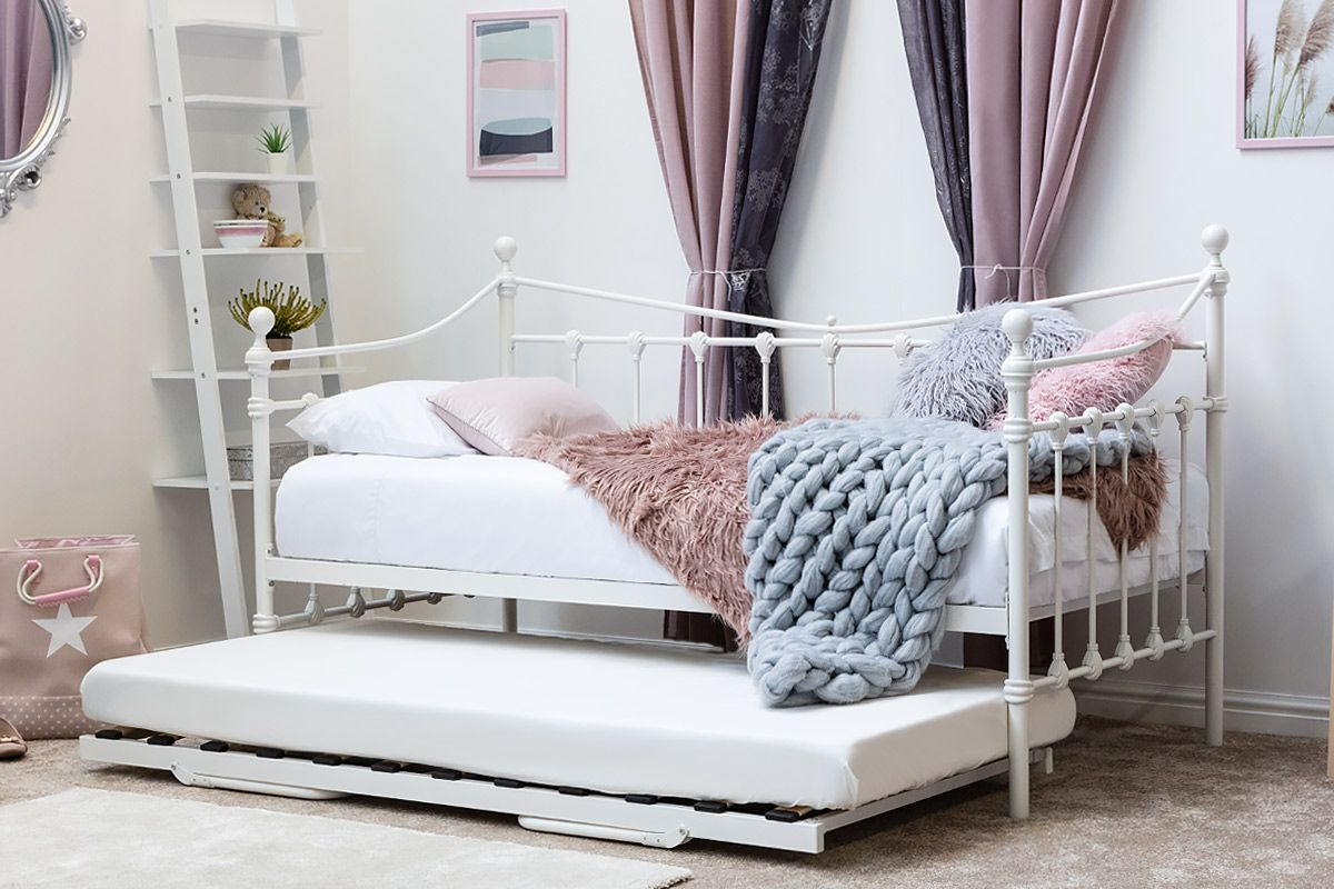Vintage Victorian Hospital Style White Metal Day bed