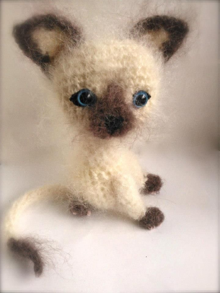 Little Siamese. made by Diane of Crochet Bright and Beautiful