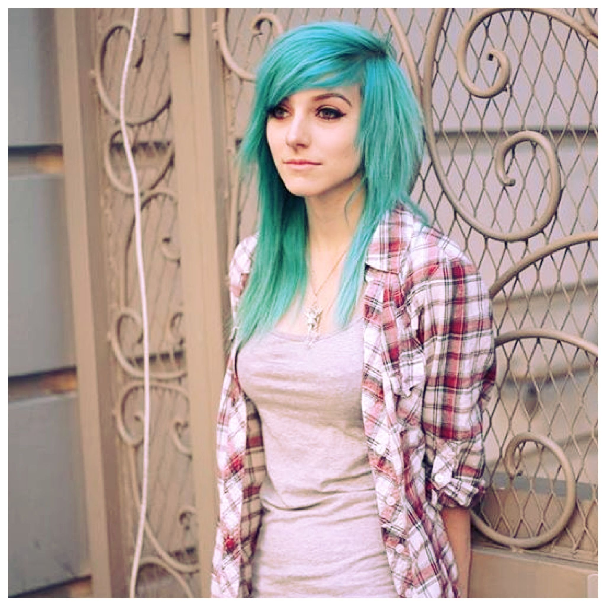 Side look of her hair ium tempted to try and cut my hair like this