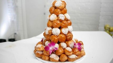 هرم البروفيتيرول بالكراميل Recipe Traditional Wedding Cakes Nontraditional Wedding Wedding Cakes