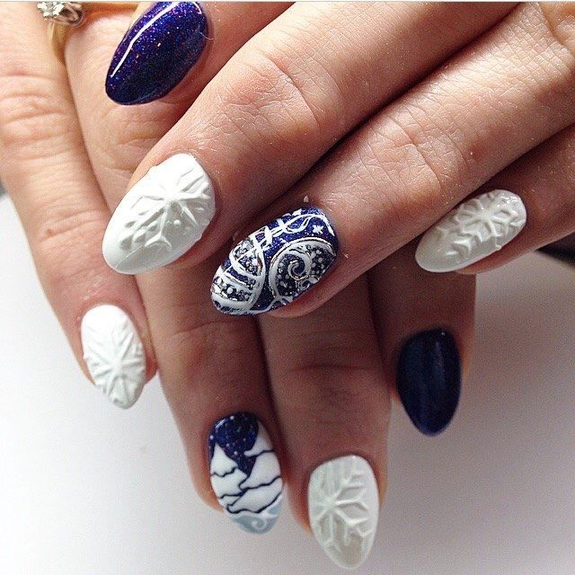 By Ania Leśniewska - Indigo Nails Lab -  Find more Inspiration at www.indigo-nails.com #Nail #Christmas #Mani