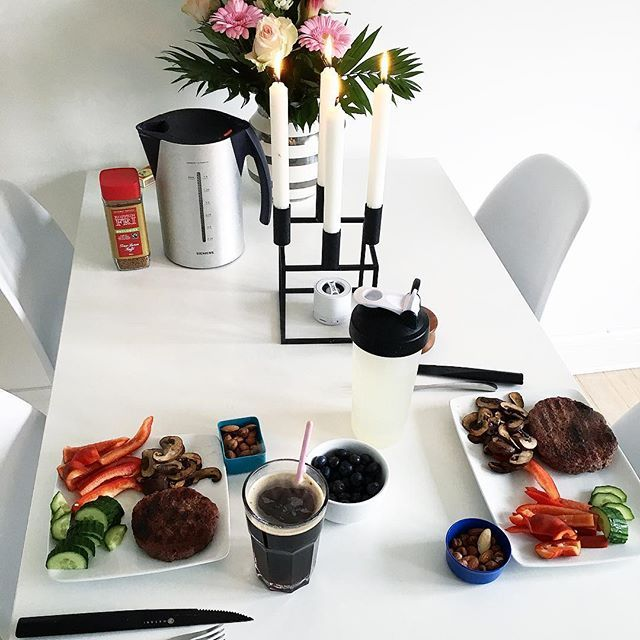 Godmorgen ☕️ Min dag går i @aarhusptstudie med stærke kvinder 🏋🏼♀️ Hav en vidunderlig dag! 💕 #rikkehansendk #fitfamdk #fitness #fitfam #motivation #fit #foodprep #foodinspiration #dessert #healthy #happy #live #learn #kærester #aarhuspt #aarhusptstudie #personligtræneraarhus #personligtrænerrikkehansen #personligtræningaarhus #smile #foodpic #learn #live #trainer #train #instafit #instafood #instalike #follow #like4like #instagood