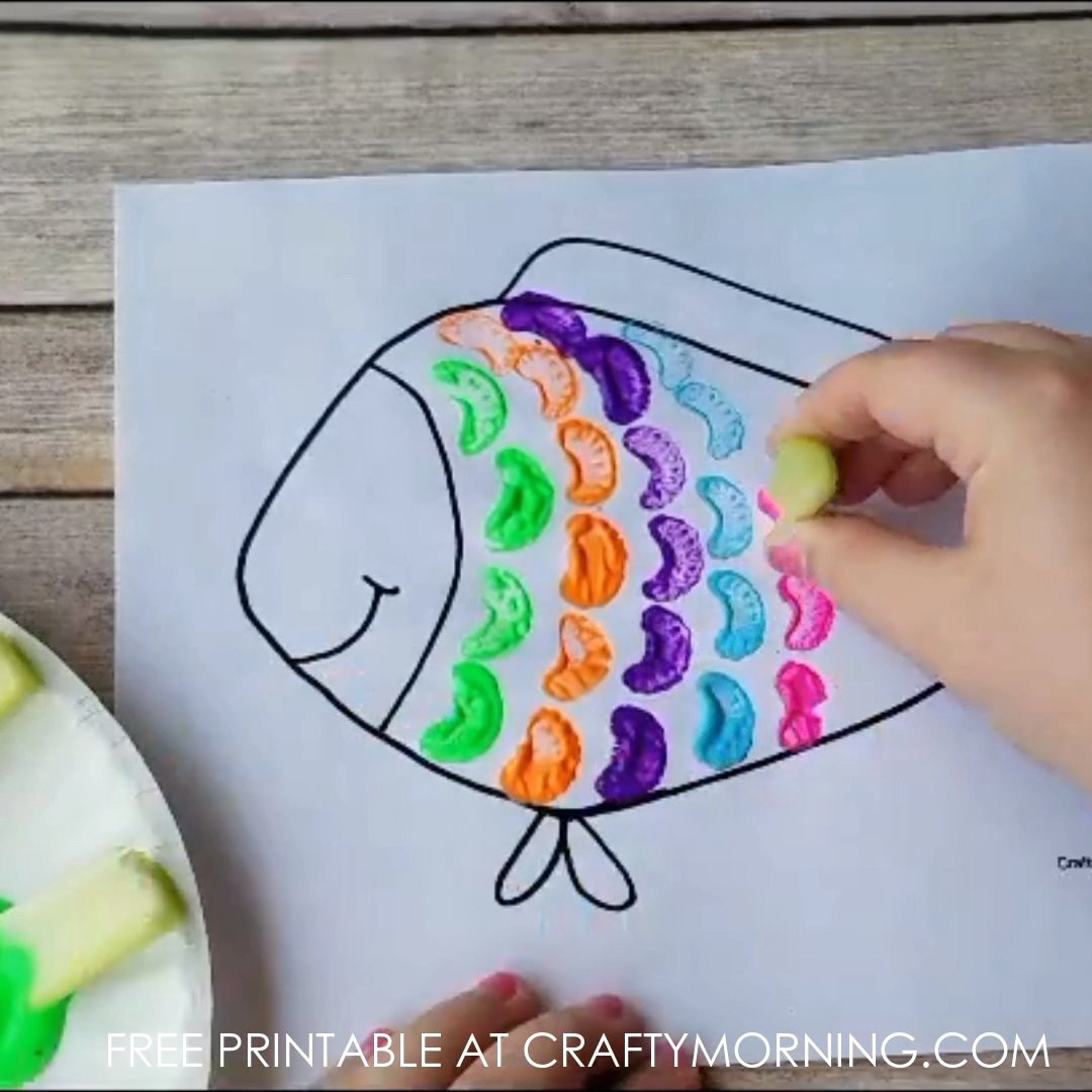 Celery stamping rainbow fish craft for kids to make. Fun toddler art project. Painting craft so clever for a rainy day.