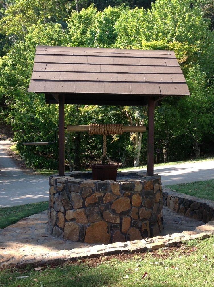 wishing well vodnjaki fontane vodne pumpe hillside. Black Bedroom Furniture Sets. Home Design Ideas