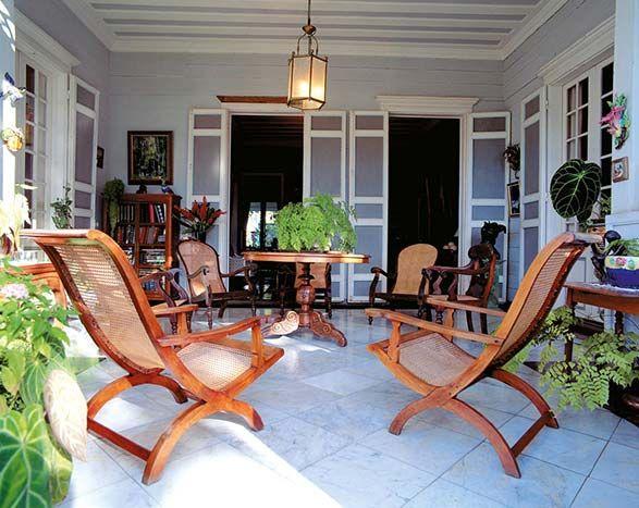 Meublier Creole Image Reunion Gelabert 65g Mobilier De Salon Style Colonial Britannique Interieur Maison