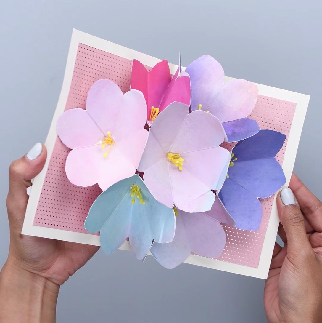 как склеить открытку чтобы внутри раскрывался цветок уже