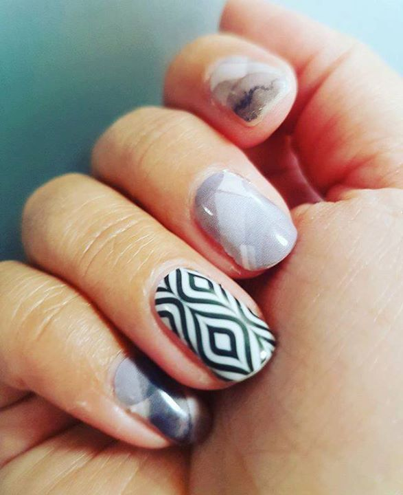 Whipping out the retired collection for a Fresh Friday Mani! #nailbox #freshfriday #newmani #retired #nailwraps #jamberry #wantsometoo http://bit.ly/2nXtDUB