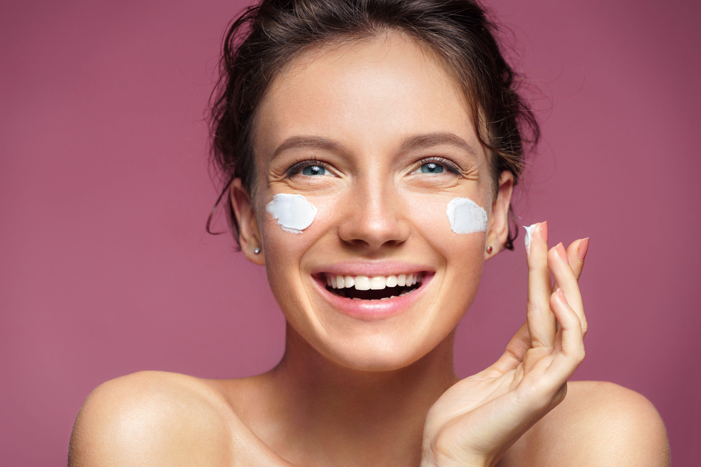أفضل كريم لمحاربة البشرة الجافة مجلة سيدتي العناية بالبشرة في فصل الشتاء تتطلب اهتماما مزدوجا مع طرق وقاية جدي Collagen Cream Skin Care Essentials Skin Care
