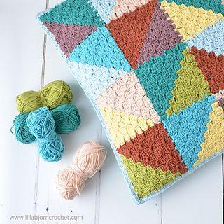 C2C Pastel Triangles Pillow pattern by Tatsiana Kupryianchyk
