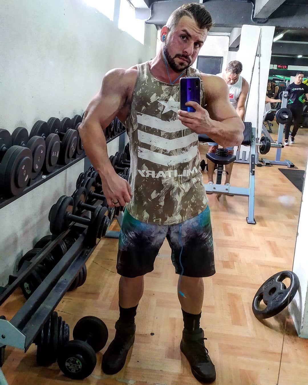 Sabadão.. dia de braços.. arms day... #bodybuilding #physique #mensphysique #mensphysiquepic #fitnes...