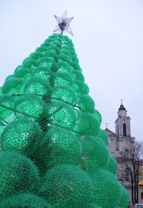 Christmas Tree Made From 40 000 Recycled Plastic Bottles Recycled Christmas Tree Recycle Plastic Bottles Recycled Bottles