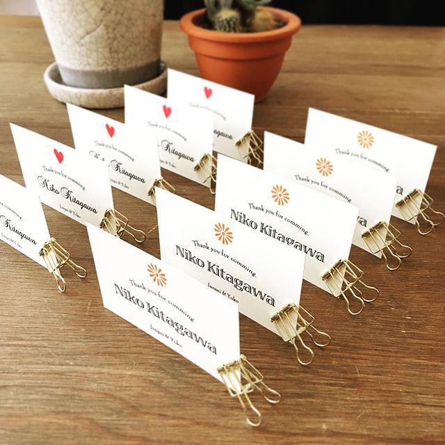 結婚式のアイデア · ゲストの性別や年代に合わせて、席札のデザインをMixし