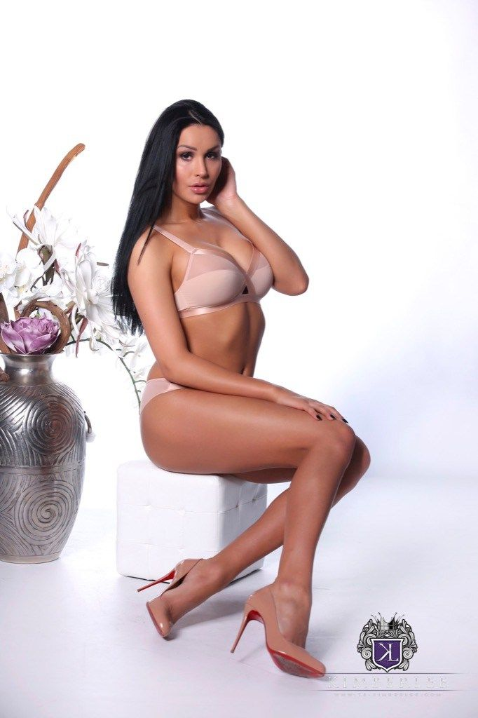 woman in shoots Shemale load